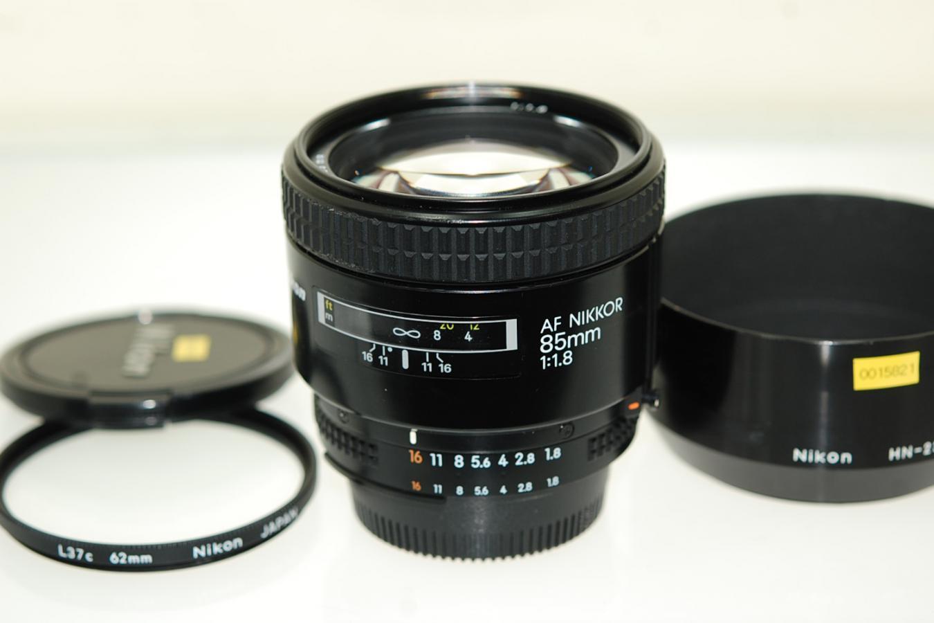 AF NIKKOR 85mm F1.8 【純正フードHN-23、62mmL37cフィルター付】